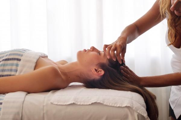 頭皮の油を取る6つの方法